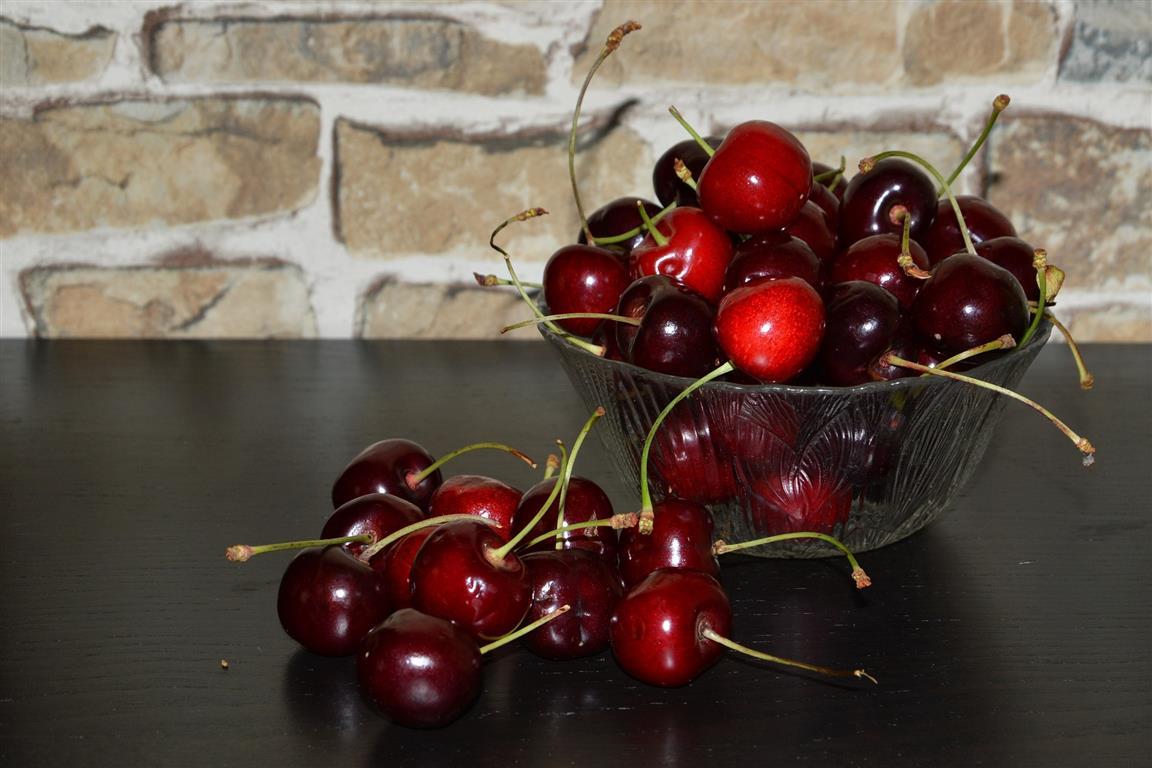 cherries 1469910 1920 Medium